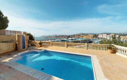 Villa in El Toro - Port Adriano - Pool with port views