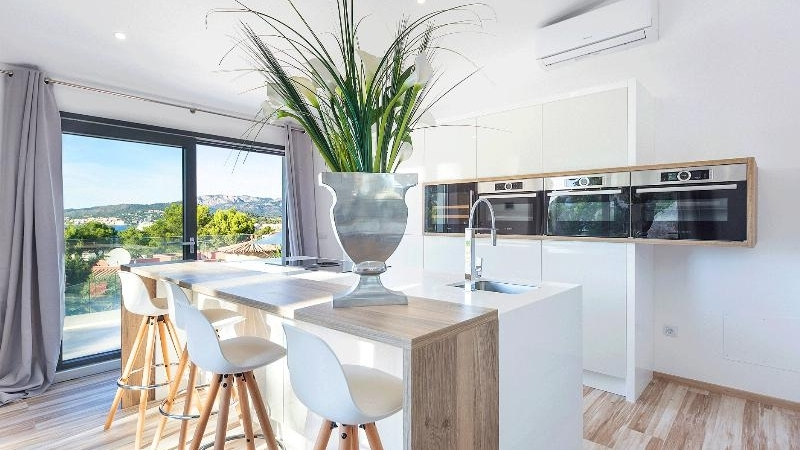 Villa in Santa Ponsa - Sunny Kitchen with breakfast area