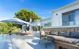 Villa in Santa Ponsa - Front pool area