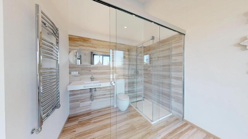 Villa in Santa Ponsa - Master Shower en-suite