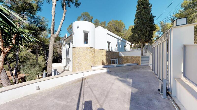Villa in Portals Nous - Detached and sunny villa
